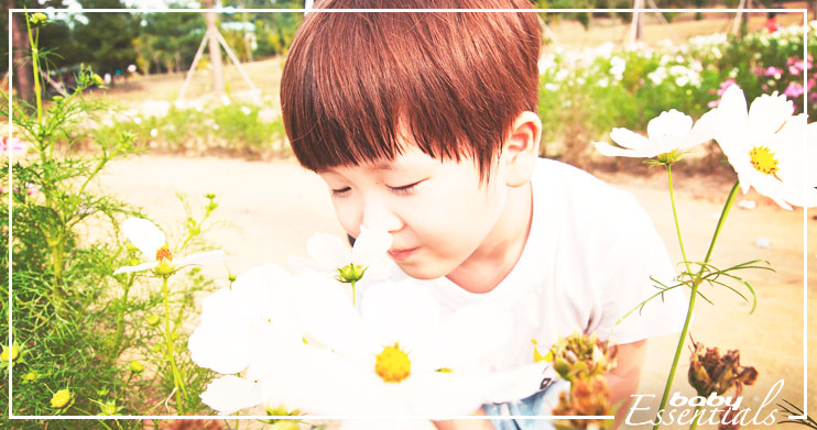 niño-flores bebé alérgico